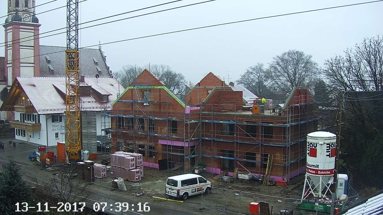Dachboden fast fertig gemauert - der erste Schnee